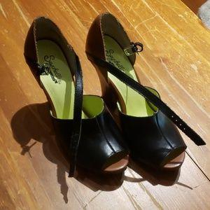 Seychelle's chunky open toe heels (US7)